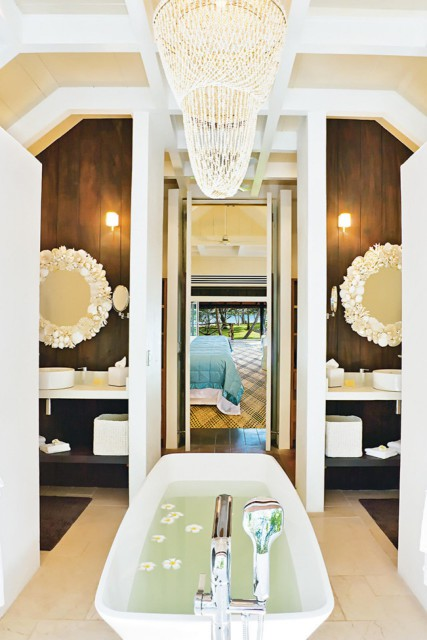bathroom-bath-tub-cahndelier-the-huka-retreats-fiji-mar14-20150529163002-q75,dx1920y-u1r1g0