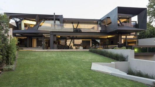 003-kloof-road-house-nico-van-der-meulen-architects-1050x591
