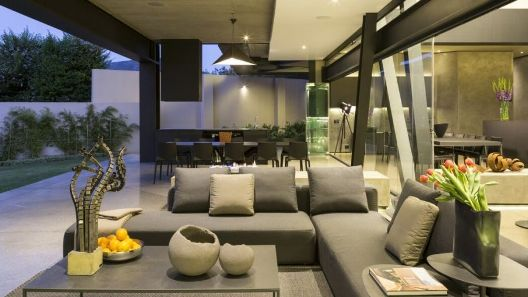 022-kloof-road-house-nico-van-der-meulen-architects-1050x591